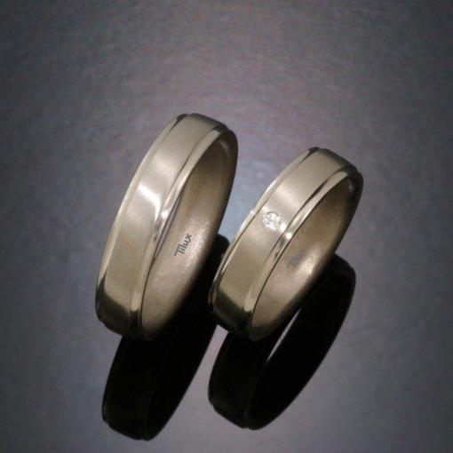 tilux_titan_børstet_boerstet_mat_herrering_damering_vielsesring_forlovelsesring_sten_brilliant_diamant_titanium_t2012